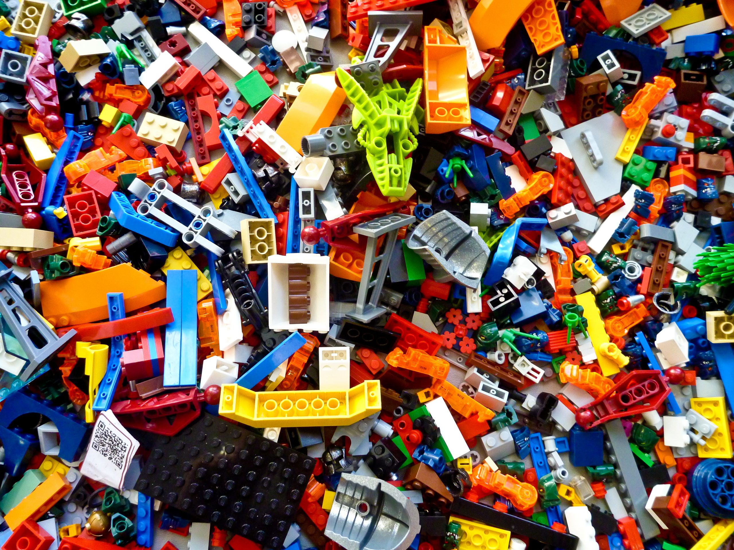 Big messy pile of Lego