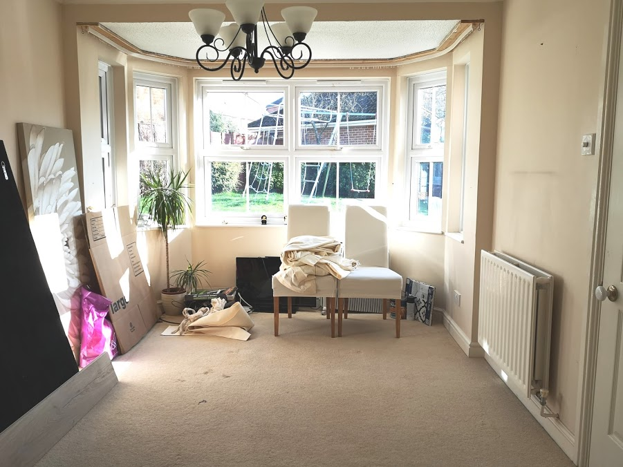 Dining room with bay window - no furniture, beige colour.